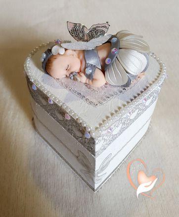 Boîte à dents de lait en forme de coeur bébé fille- au coeur des arts   Bébé fille gris et nacré réalisé en pâte polymère (Fimo),  Petite boîte en bois en forme de  - 19544325