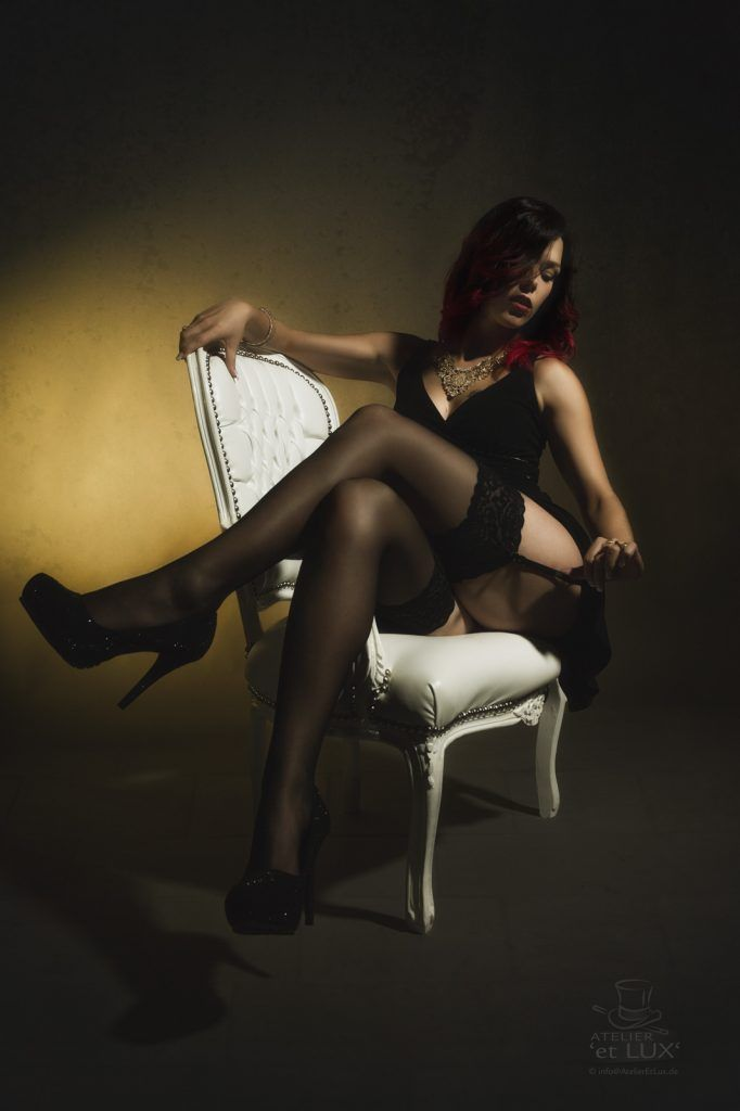Session 'From shy to vamp' Photography: Atelier 'et Lux' Model: Linda Schneewittchen