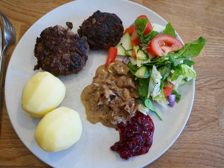 Per Morbergs älgfärsbiffar med kantarellsås, älgfärsbiffar, kantarellsås, recept älgfärsbiffar, recept kantarellsås, recept av Per Morberg