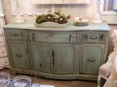 Chalk painted dresser, love could do this with my triple dresser when take off mirror.  Could also use as sideboard
