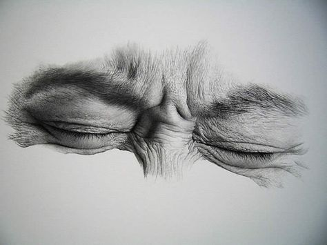 Kim Ji Hoon – Eyes are still eyes, even when shut. This is a wonderful example of shut eyes drawing, depicting the surrounding skin and features.