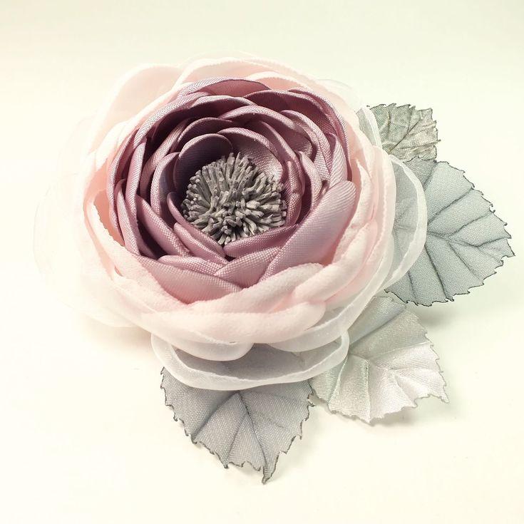 Купить Роза Утренней Долины. Брошь - цветок ручной работы из ткани - комбинированный, серо-розовый