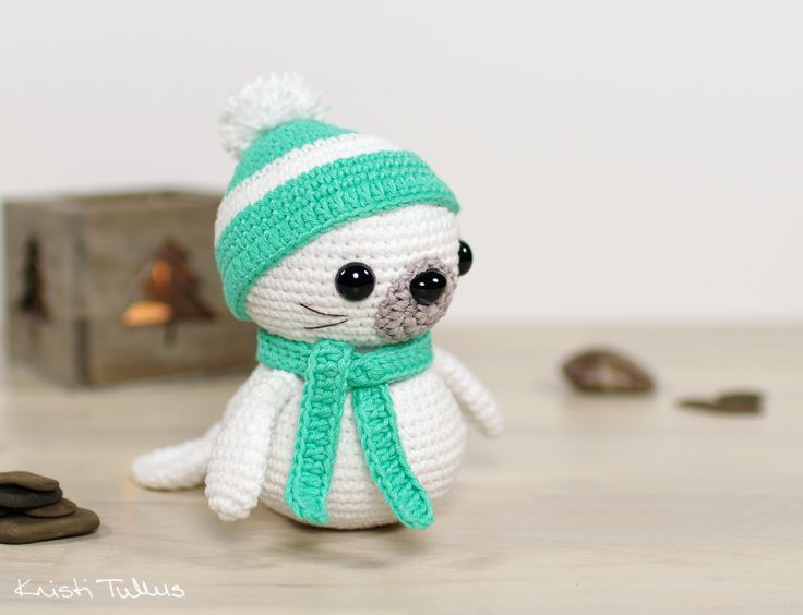 Free crochet pattern: Sammy the Seal // littlemuggles.com