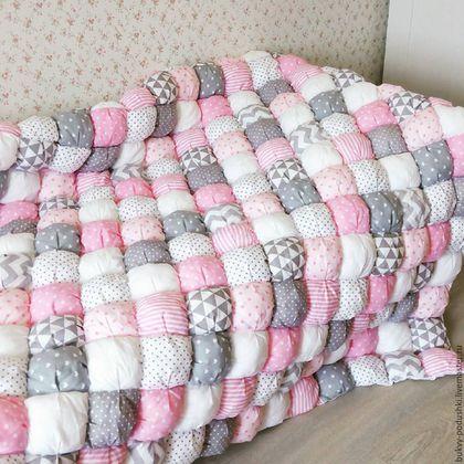 Купить или заказать Бомбон одеяло в интернет-магазине на Ярмарке Мастеров. Одеялко бомбон добавит уюта в детскую комнату. Оно очень красивое и теплое. Малышу будет комфортно спать под таким одеялком. Возможно изготовления в других цветах и размерах.