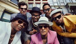 """""""Uptown Funk"""" de Mark Ronson e Bruno Mars foi o clipe mais visto da VEVO em 2015 #Adele, #Bad, #BrunoMars, #Funk, #Gente, #Lançamento, #Maroon5, #Mundo, #ShakeItOff, #Sucesso, #TaylorSwift http://popzone.tv/2015/12/uptown-funk-de-mark-ronson-e-bruno-mars-foi-o-clipe-mais-visto-da-vevo-em-2015.html"""