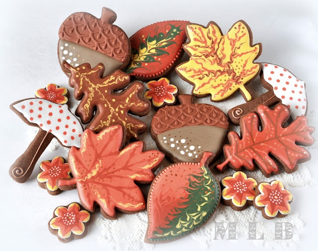 One of the best cookie makers ...My little bakery :)  Acorns and more...
