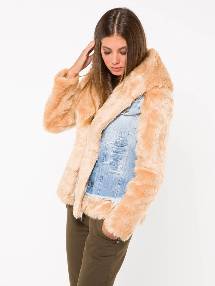 GIACCA ALLFUR #metjeans #met #jeans #style #fashion #woman #apparel #accessories #fall #winter #collection #shopping #online #black #fur #gilet #beige #gold #denim