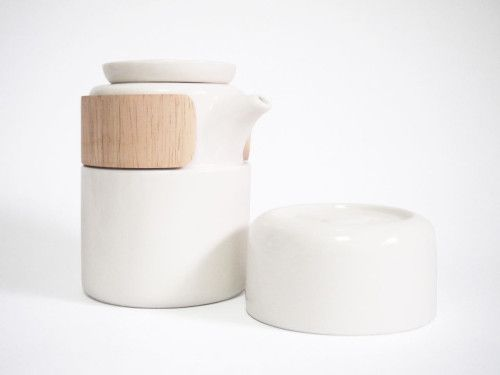 Take Breath is a minimalist design created by Taiwan-based designer Pinyen Creative. The produce is made from ceramic and wood, a juxtaposition that is particularly smooth on the eyes. The wooden accent serves as a grip to securely hold the tea pot using only one hand. Take Breath currently comes in either White or Grey porcelain. (3)