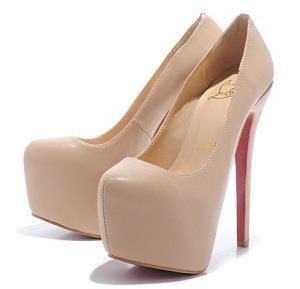 Кремовые туфли на высоком каблуке