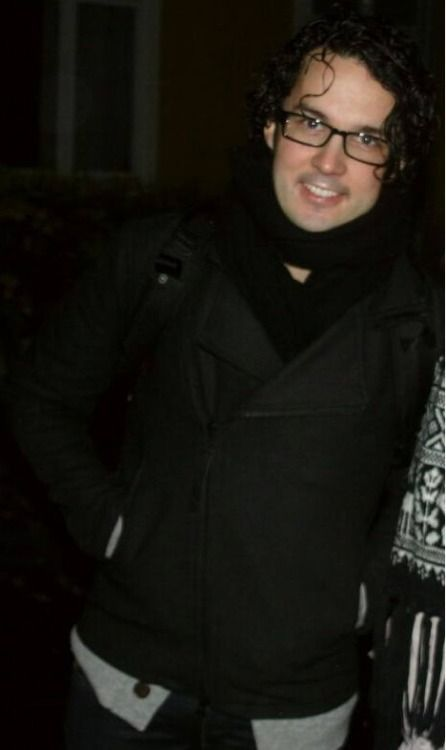 Why does he never wear his glasses? He looks hot in that (too).Mr Vegard