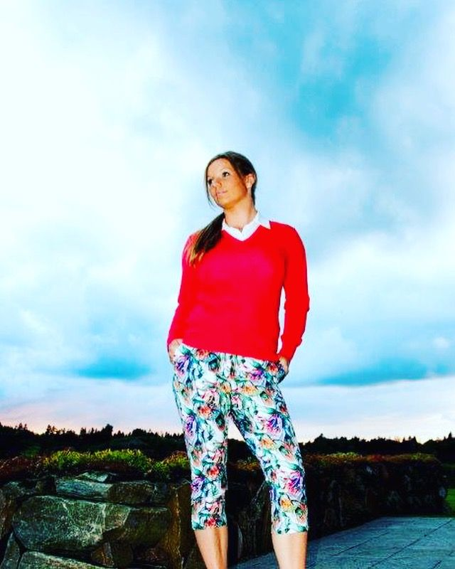 Golf - womenswear. Bridging function and fashion on and off the links.