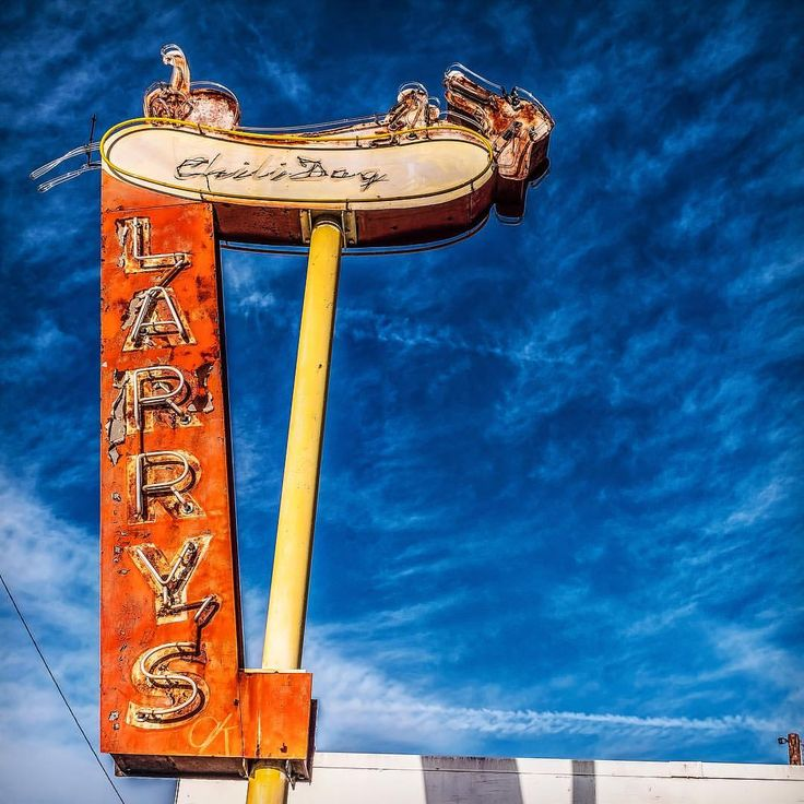 Well I Couldn T Find A Neon Turkey But I Am Thankful That Places Like Larry S Chili Dog In Burbank Still Stands Happy T Vintage Neon Signs Neon Vintage Signs