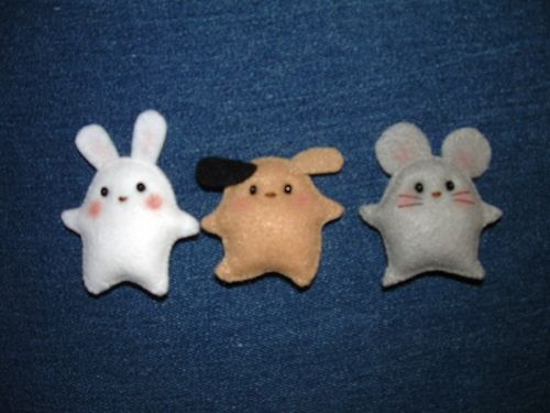 So cute and easy... Good to fill with catnip for kitty! Felt toy animals.