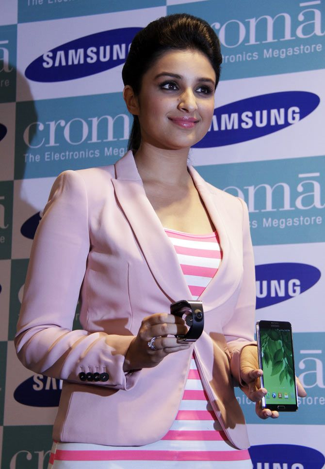 Parineeti Chopra was spotted launching the all new #Samsung Galaxy Note 3 and the Galaxy Gear smart watch in collaboration with Croma, in Mumbai.