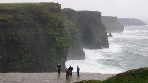 13 HARI – GREAT BRITAIN SCOTLAND + IRELAND (cliffs-of-moher-ireland)