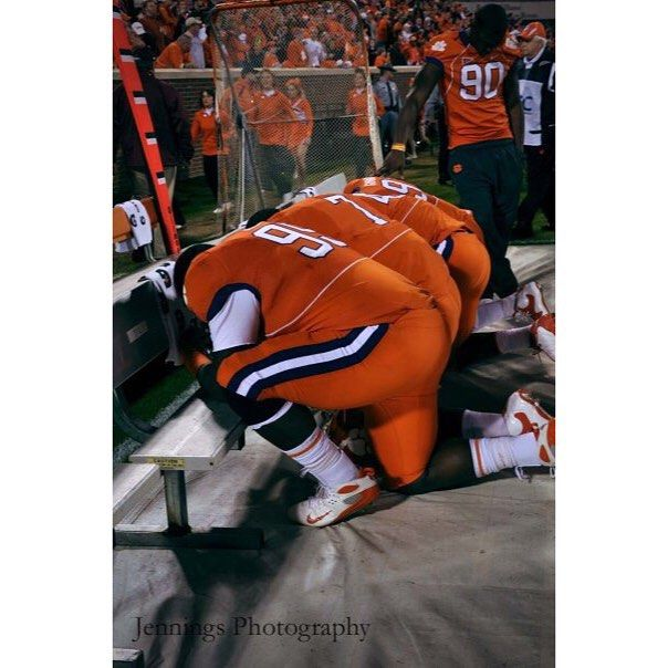 Throw back today of a shot I took in 2009 right before the Clemson vs. FSU game which we later won! (Before I was a full time photographer!) @bhopper1229 @clemsonfb @clemsonuniversity @clemsontigers #pray #Clemson #clemsontigers #clemsonfootball #playersPraying