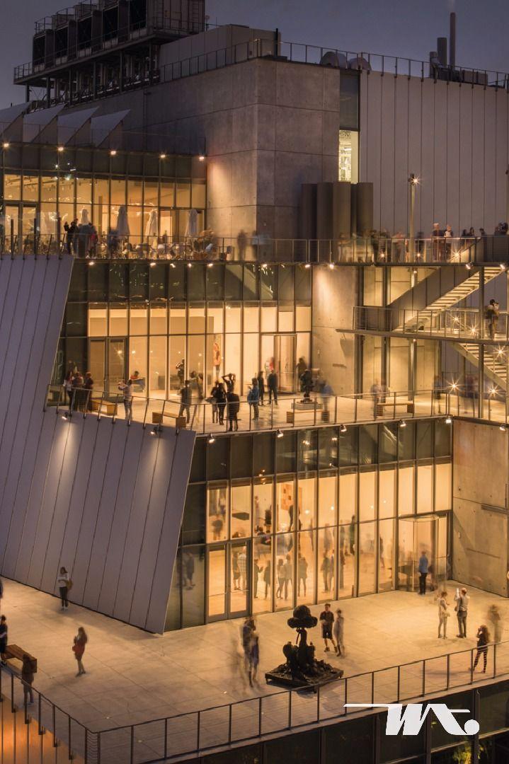 """New York City adalah salah satu tujuan wisata terbesar di dunia. Untuk Anda yang tertarik dengan dunia seni dan ingin mempelajari seni di Amerika, disini tempatnya! Whitney Museum of American Art atau warga New York lebih suka menyebutnya dengan """"The Whitney"""". Merupakan museum seni yang fokus terhadap budaya Amerika abad 20-an. Karya seni modern dan kontemporer ditampilkan disini, tidak hanya wisatawan lokal, turis mancanegara pun menyempatkan diri untuk bisa berkunjung ke museum ini."""