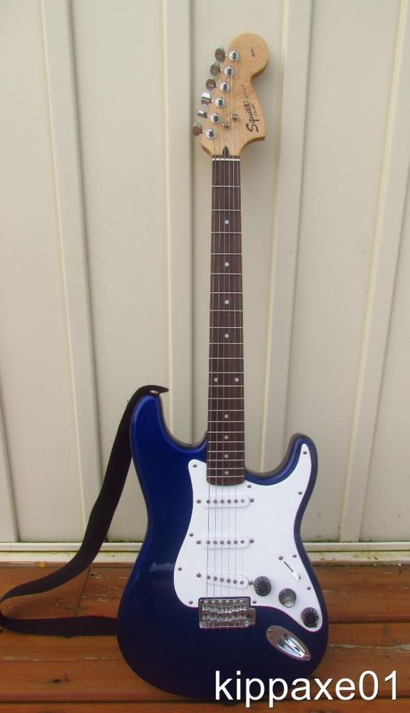 FENDER Squier Strat 2005 Affinity Series Indonesia~Midnight Blue~Hardly Used