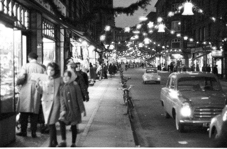 Foto Egon Engmann. Juleudsmykning på Værnedamsvej i 1961.