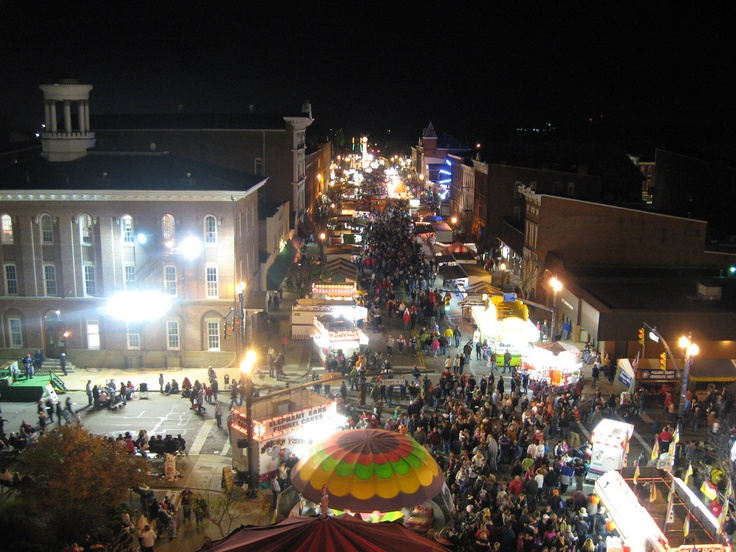 pica circleville pumpkin show  ohio   Circleville Pumpkin Show from the Farris Wheel
