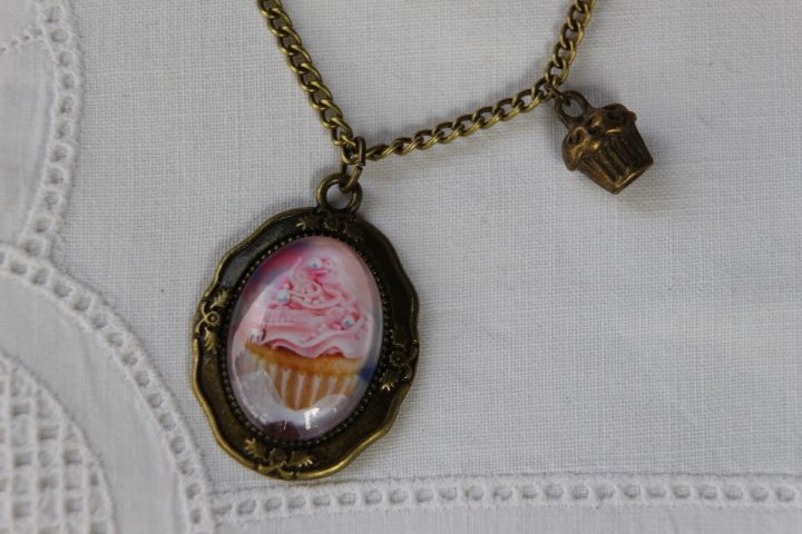"""Kette """"Vintage Cupcake"""" mit Muffin-Anhänger von Aus Muddi's Schmuckkästchen auf DaWanda.com"""