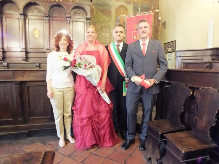 Cortona Town Hall, congratulation pics at the end of the civil ceremony