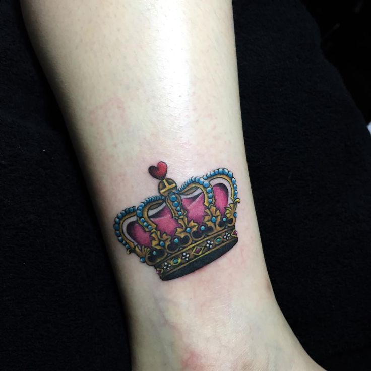 35 Magestic Crown Tattoos
