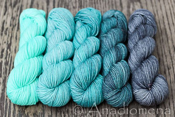Dia Worsted - Blue Topaz Gradient - Colour Adventures (fibers: superwash merino)