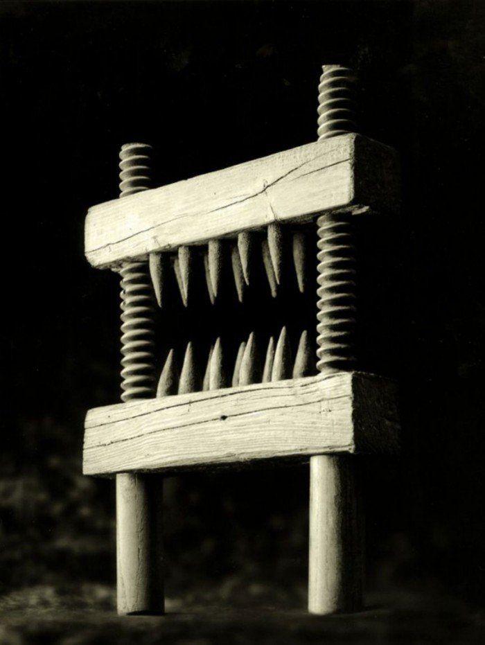 Le Briseur de genoux          16 techniques de torture qui vont vous faire froid dans le dos : ils en avaient de l'idée au Moyen-Âge !