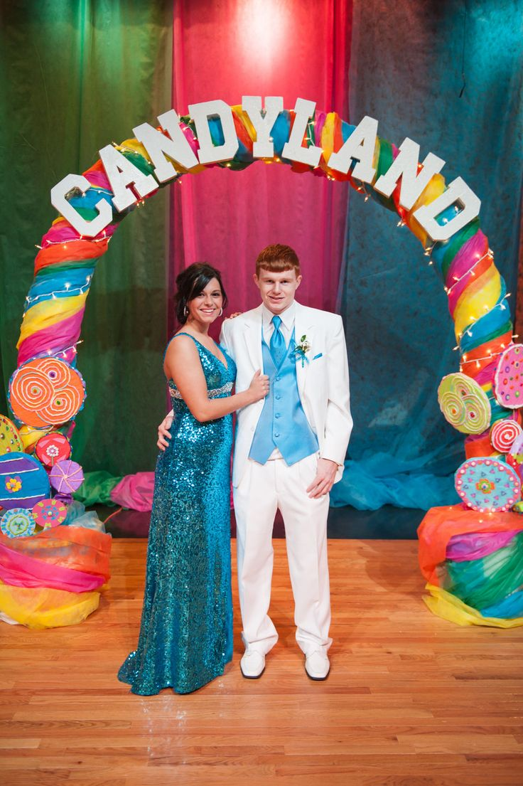 Backdrop photo area idea candyland school dance ideas for Decoracion dia del estudiante