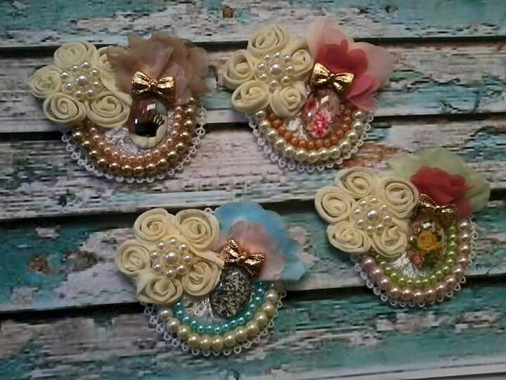 Cute lace brooches