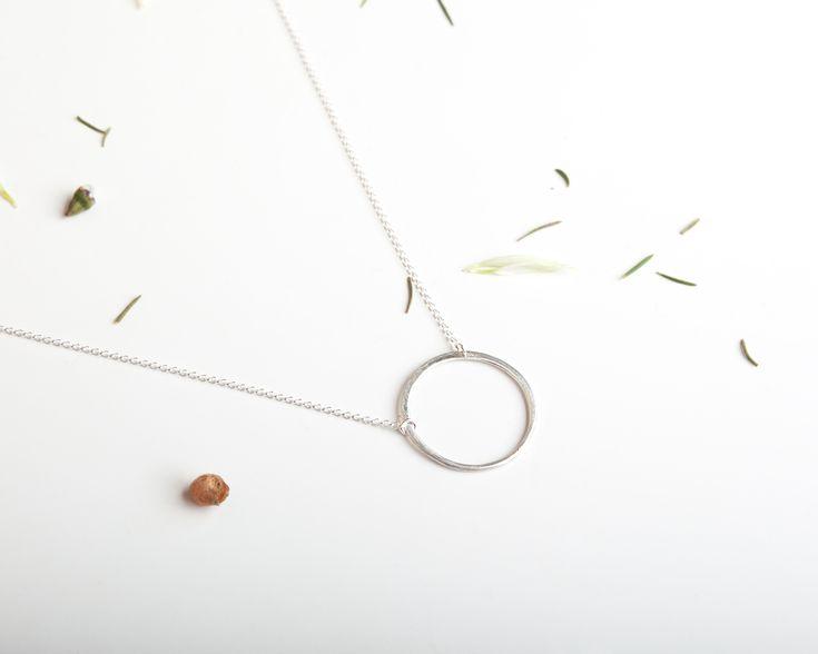 Minimalistic KARMA circle necklace in silver / MOKAVE