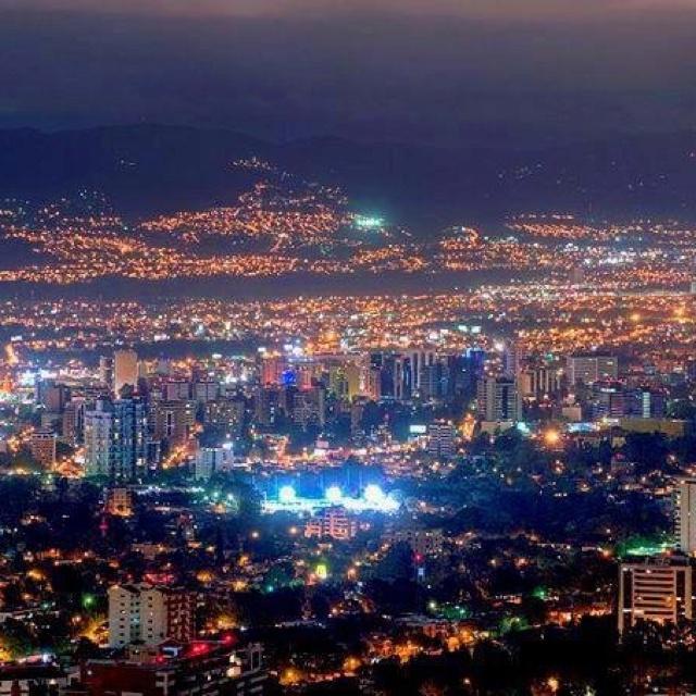 Ciudad de Guatemala en la noche, Guatemala