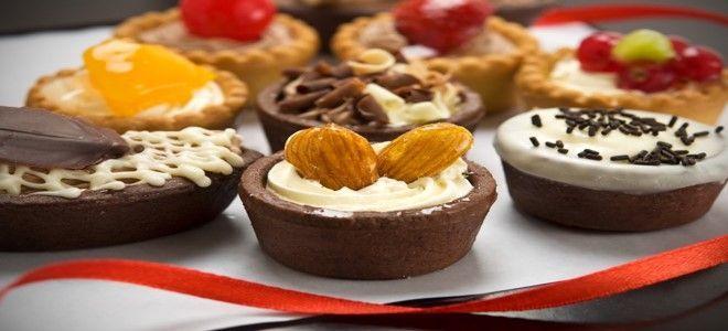 تفسير حلم اكل الحلويات للعزباء وعمل الحلويات في المنام Food Desserts Baking