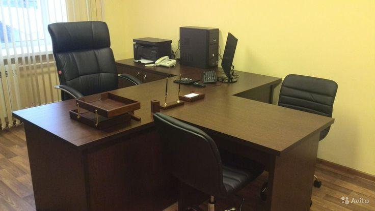 Угловой стол с брифингом для кабинета руководителя.