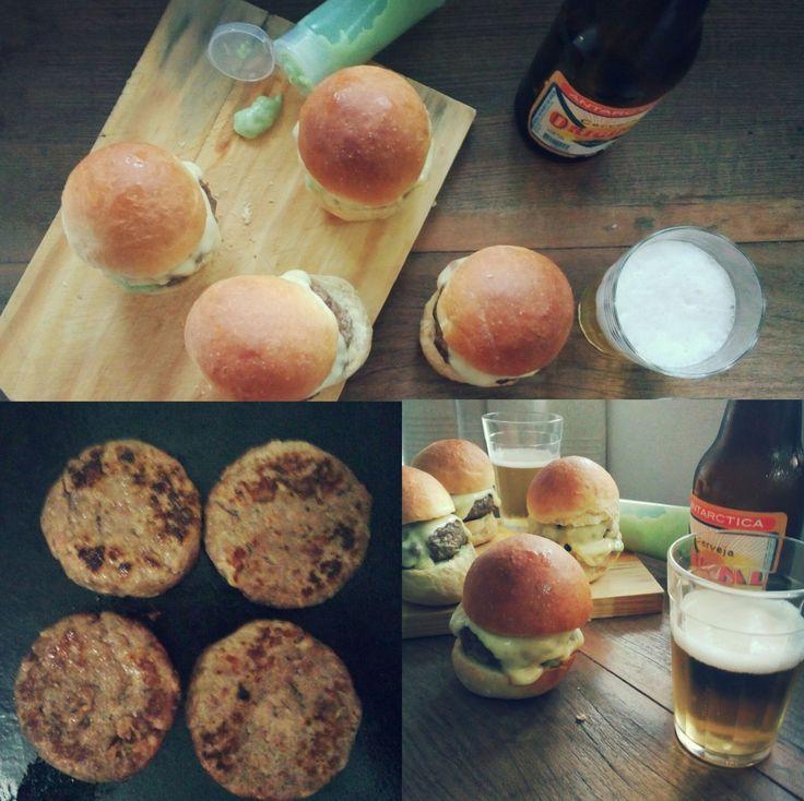 Hamburguer de Costela com pão de mandioca , queijo minas padrão, maionese de cheiro verde e picles de maxixe
