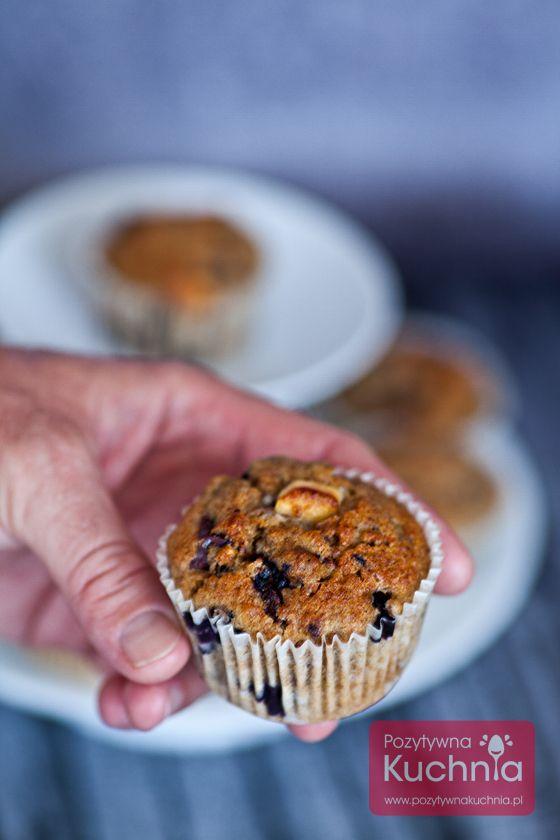 Klasyczne #muffiny z jagodami, prosty przepis krok po kroku.  http://pozytywnakuchnia.pl/muffiny-z-jagodami/  #deser #jagody #przepis #kuchnia