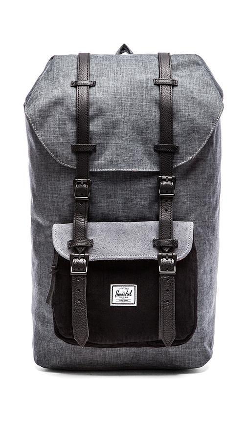 "Sac à dos noir ""Heritage backpack in ranch"" de Herschel, 110€, chez Urban Outfitters"
