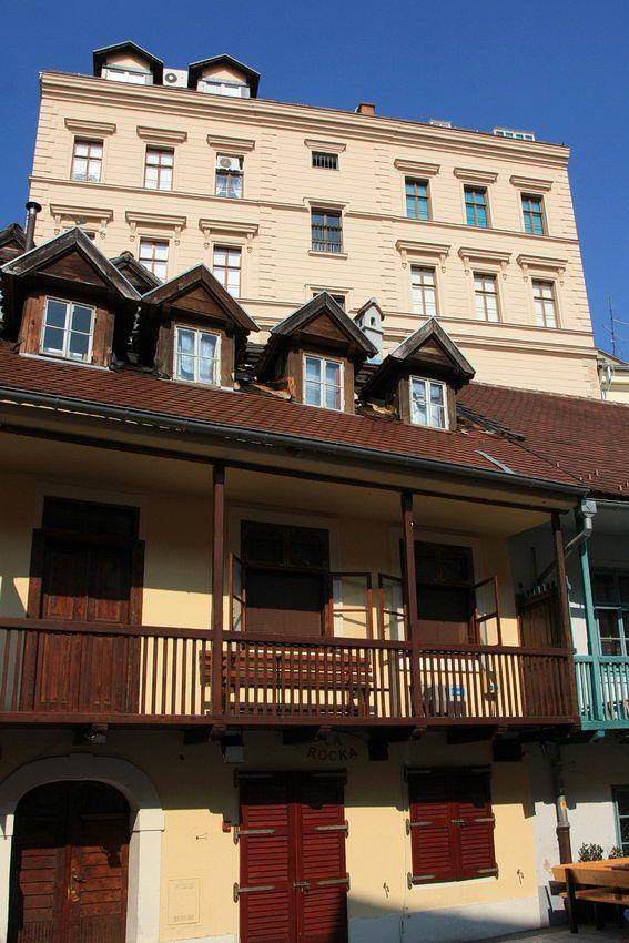 Rua #Tkalčićeva, em #Zagreb, capital da #Croácia e maior cidade do país. A parte histórica da cidade é a principal atracção, com igrejas, monumentos e edifícios históricos
