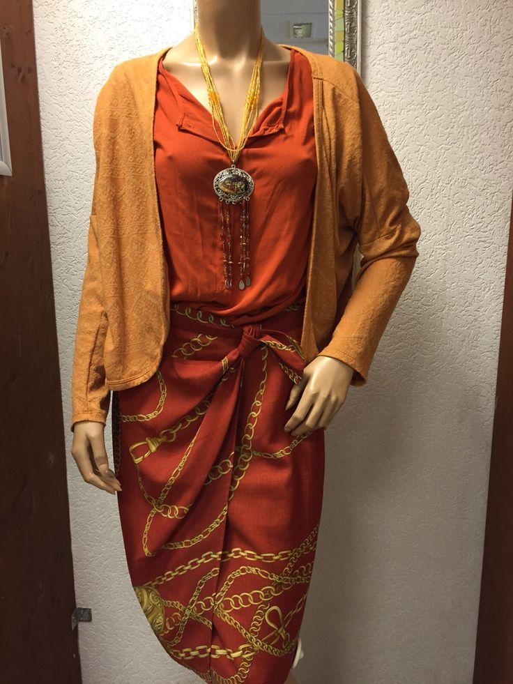 Kleurrijke set, mosterdgeel vest van Esprit, rokje van Pauw met Hermesprintje