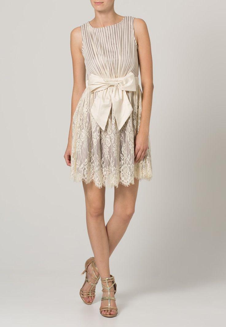 robe de mode femme mariage vison matresse taupe beige with refaire sa garde robe femme pas cher. Black Bedroom Furniture Sets. Home Design Ideas
