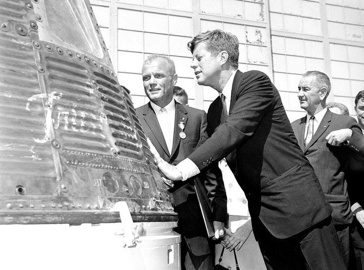 astronaut john glenn and president john kennedy inspect. Black Bedroom Furniture Sets. Home Design Ideas