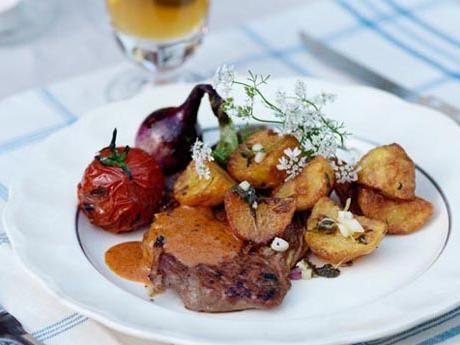 Grillad entrecôte med råfriterad potatis och chipotlesås Receptbild - Allt om Mat