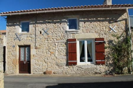 Commercial property for sale in Airvault, France : Lovely Old Stone Cottage. Fully Furnished.