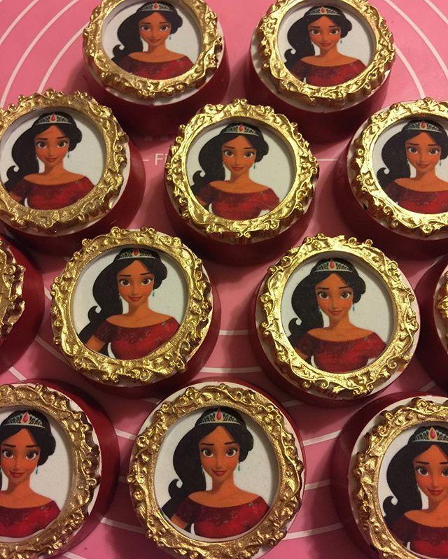Elena of Avalor Oreos..#elenaofavalortheme #elenaofavalorparty #elenaofavalor #elenaofavalororeos #chocolatecoveredoreos #oreos#gracefullysweetco