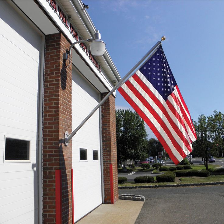 Annin Commercial 8 ft. Spinner Flag Pole with 4' x 6' Nylon Flag