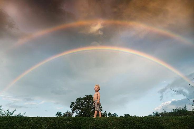 "4,204 gilla-markeringar, 184 kommentarer - Meg Loeks (@meg_nlo) på Instagram: ""The first rainbow he's ever seen. Sharing one more from this night because I love how tiny he…"""