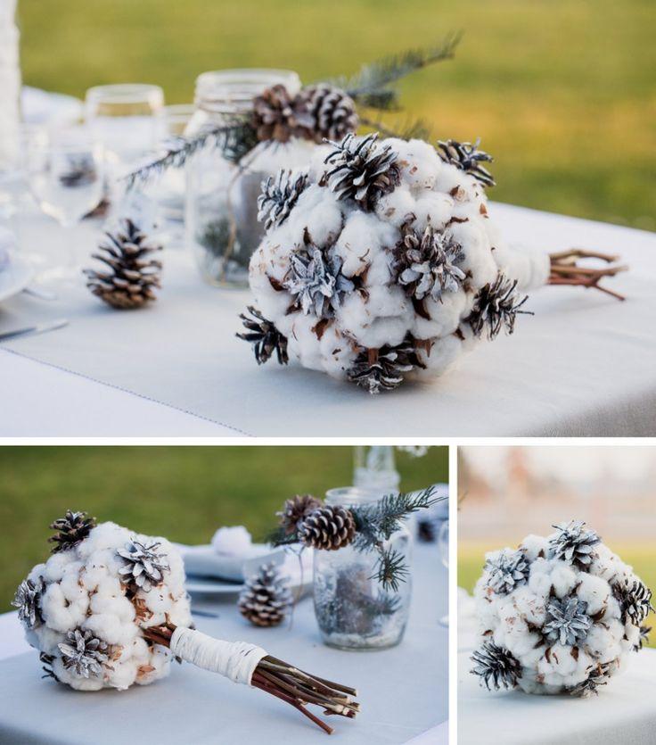 Déco et fleurs by FéeLicité Photos: Raphael Melka bouquet de mariée coton et pommes de pin Mariage hivernal au Millenium à Weitbruch