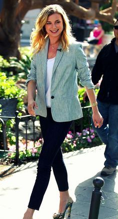 Love Emily VanCamp's outfit! Gorgeous.