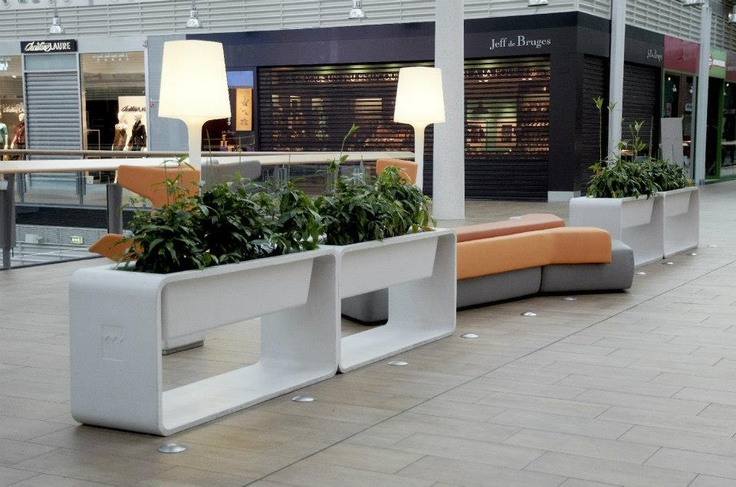 Le Millénaire Shopping Center in Aubervilliers, France - Ductal® flower pots  © Lafarge library - Emmanuel Gabily - Atelier Taporo - Il Cantiere